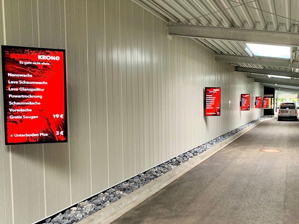 Digital Signage - Das digitale Schaufenster im Emder Schaumwerk Waschstraße